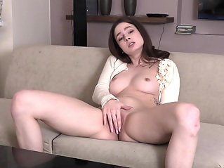 solo female brunette hd